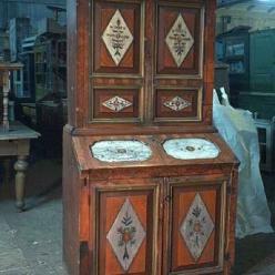 Как ухаживать за антикварной мебелью
